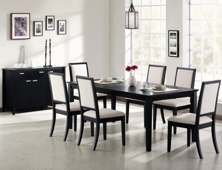 Muebles oscuros con blanco