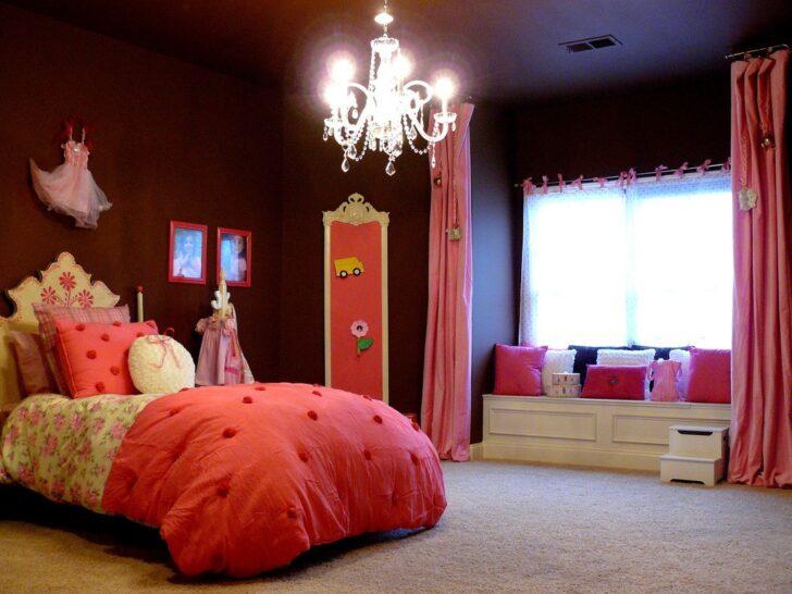 Vista completa del cuarto de niña