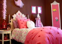 Habitación infantil en chocolate y rosas