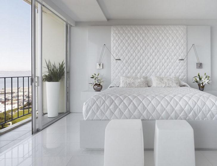 Dormitorio elegante con cabecero alto