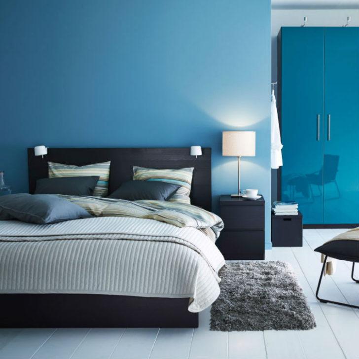 Dormitorio azul en las paredes
