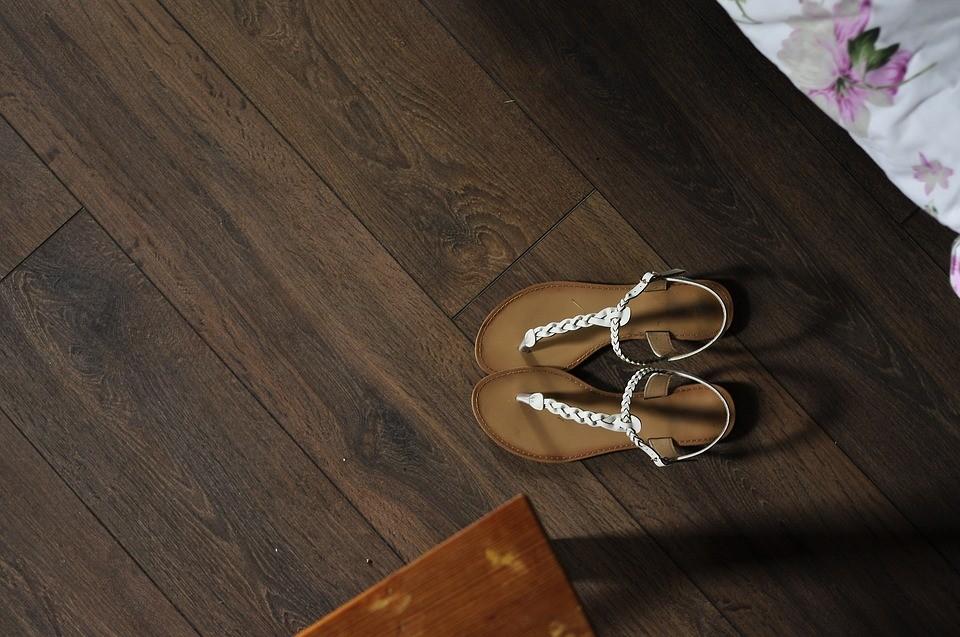 Tarima o piso flotante ventajas de su colocaci n casa y - Rellenar juntas piso madera ...
