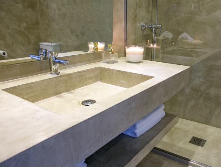 Encimera baño revestida con microcemento