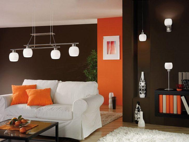 Salon marron naranja y blanco