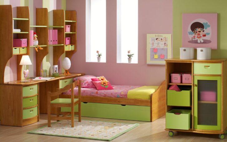 Cuarto de niña rosa y verde