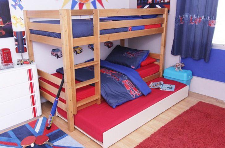 Habitación infantil azul y rojo