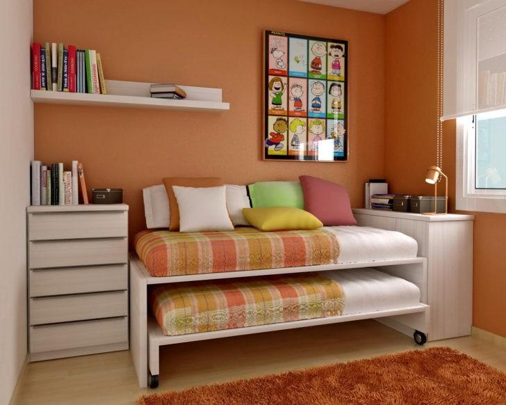 Cama nido en cuarto paredes naranja