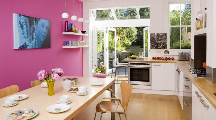 Cocina comedor pared rosa