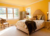 El alegre color amarillo en la pintura de interiores