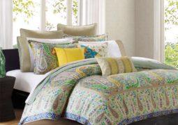 Decoración con almohadones en la sala y el dormitorio