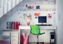 Improvisa una pequeña oficina o espacio de trabajo en casa