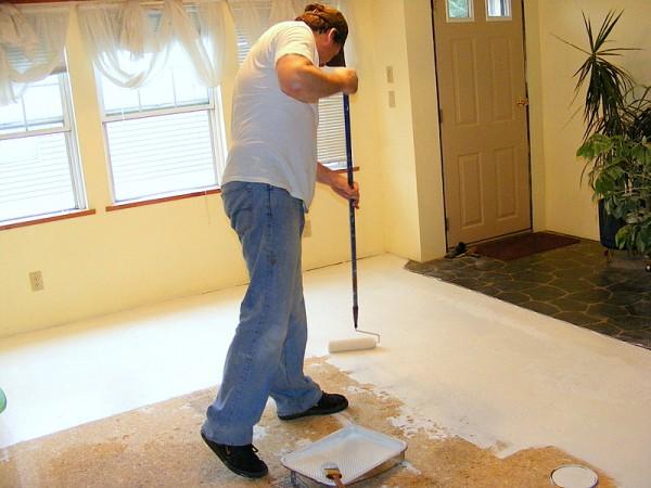 Renovar los pisos con pintura casa y color - Como amueblar un piso ...