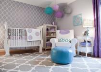 Habitación de bebé en lavanda y blanco