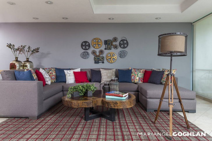Living pared y sofa gris