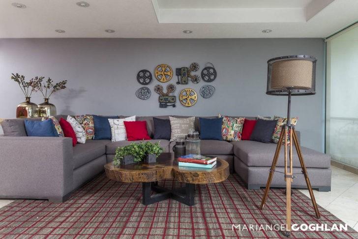 Living pared y sofa gris