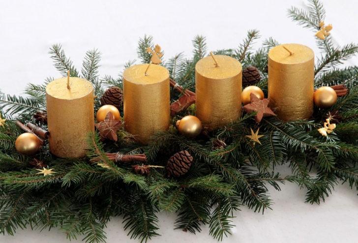Centro de mesa con velas doradas
