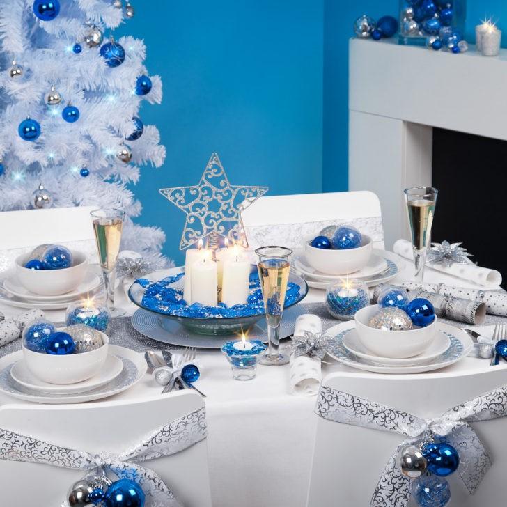 Mesa navideña azul y blanco