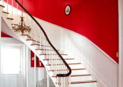 El rojo en ambientes clásicos y modernos