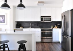 Diseños de cocinas modernas en blanco y negro