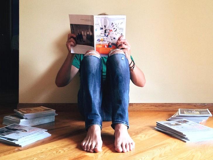 Leyendo revistas