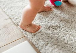 Cómo evitar tropiezos y caídas en casa