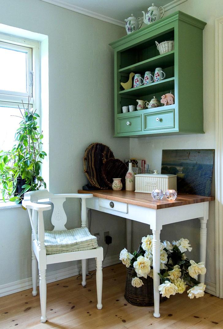 Muebles verde y blanco