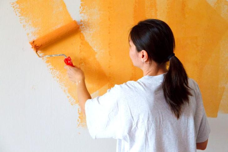 Pintando pared naranja