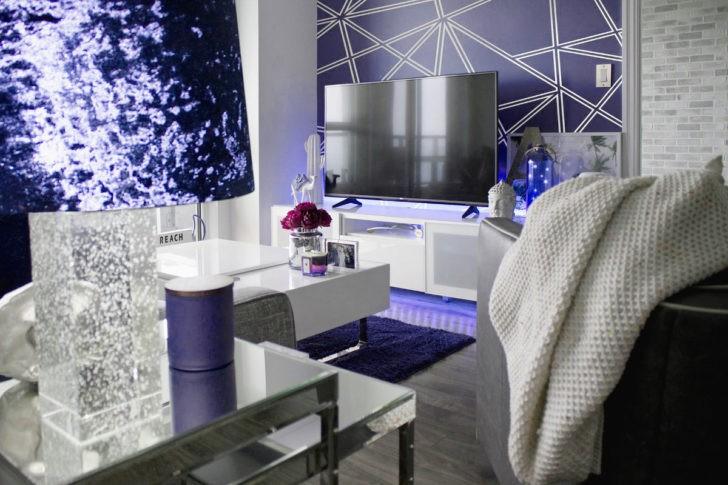 Sala de tv azul índigo