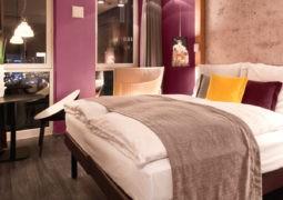 Los colores violetas o morados son espaciales para interiores