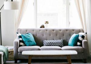 Cuántos usar y cómo colocar los almohadones en el sofá (Infografía)