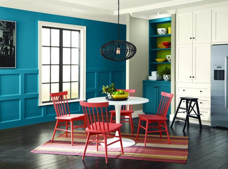 Pared azul en la cocina