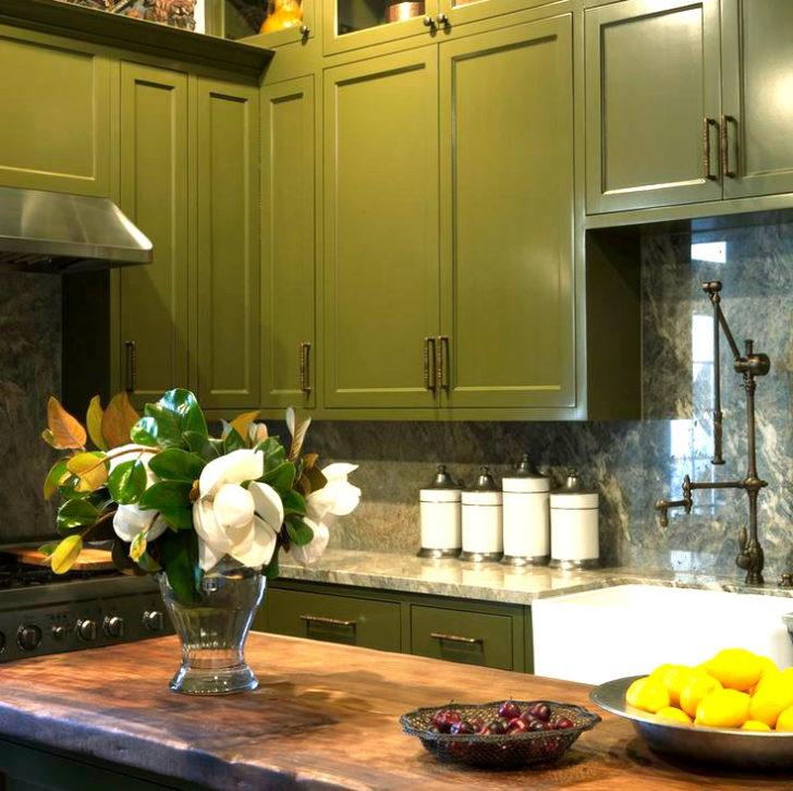 Cocina de gabinetes verdes
