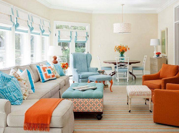 Salón turquesa y naranja